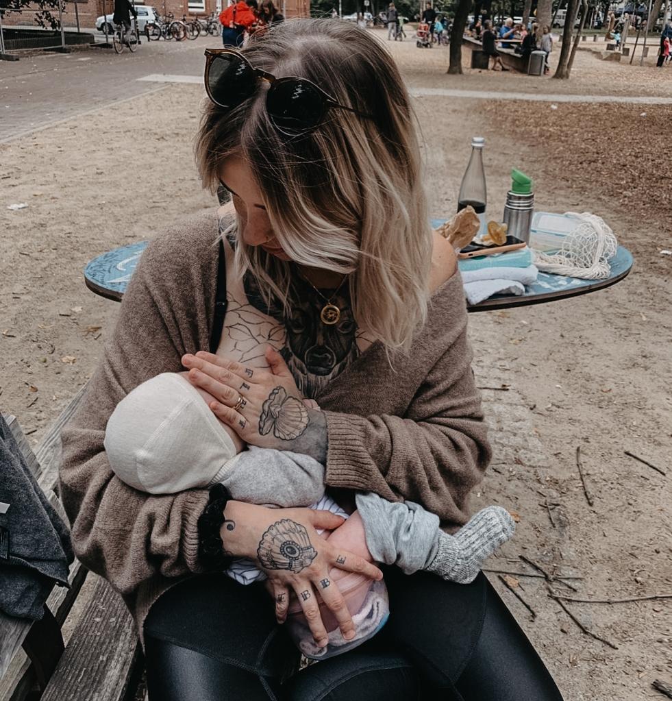 Karo erzählt, wie Windelfrei auch mit einem Baby mit körperlichen Einschränkungen funktionieren kann, Bild: (c) Karo Vitellaro